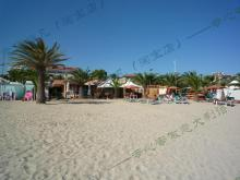 沙滩上的餐厅小吃冰淇淋店